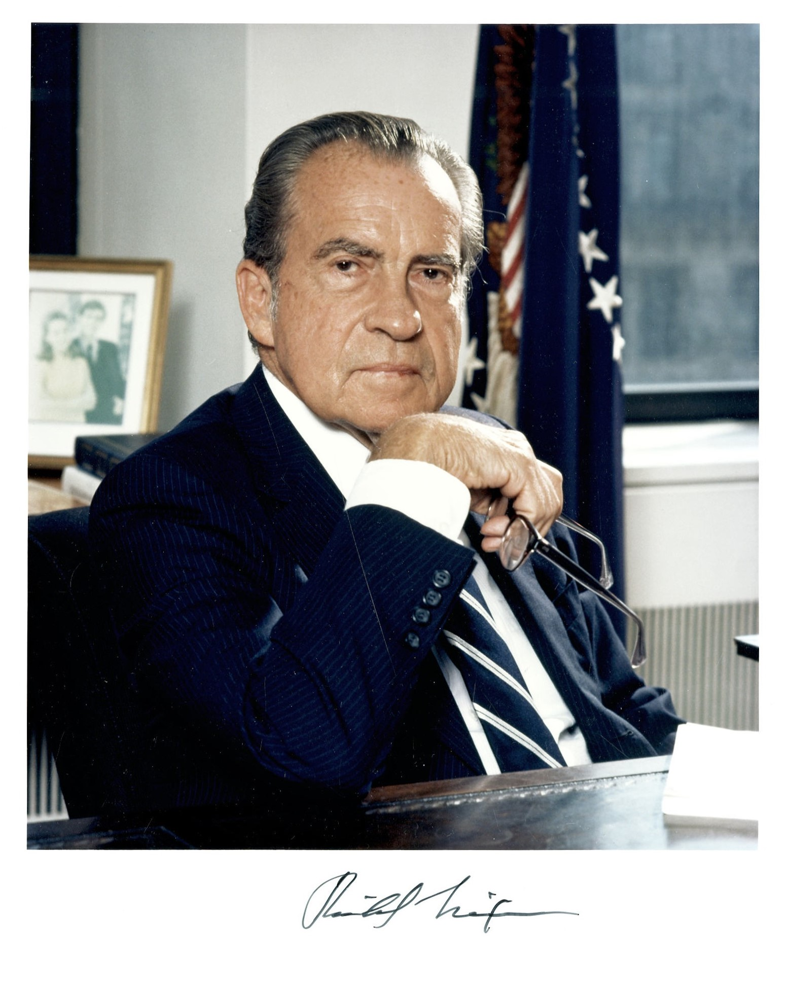 the official blog of heritage magazine for the intelligent collector a signed richard nixon photograph for 657 25 in 2006